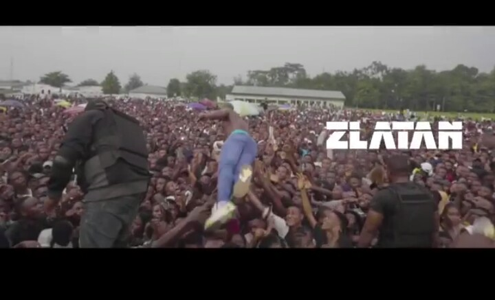 Zlatan Ibile Performs In University Of Uyo, As Students Lifts Him Up (Photos) 12