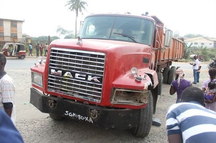 MY GOD!! 8 Killed In Lagos-Ibadan Expressway Accident 1