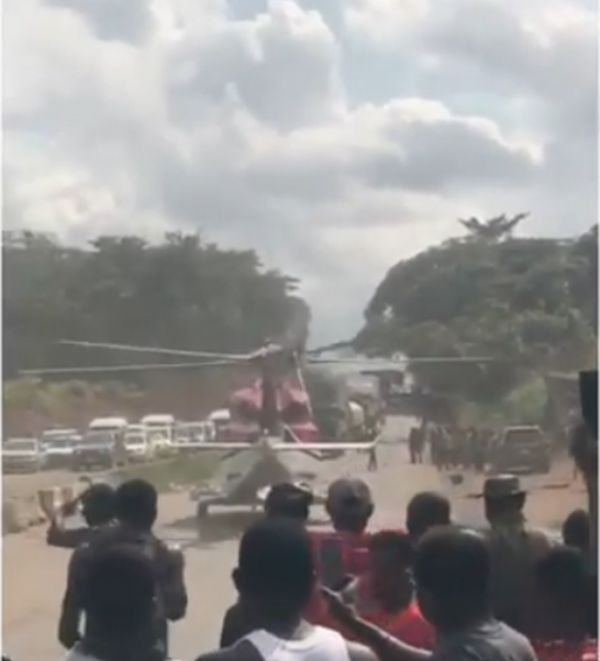 TOO MUCH MONEY!! Helicopter Lands On Lagos-Benin Expressway To Pick A VIP Stucked In Traffic (See Photo) 2