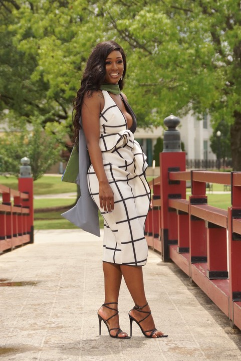 See Pretty Lady Who Was Pregnant With Twins While Running Her Graduate Program 5