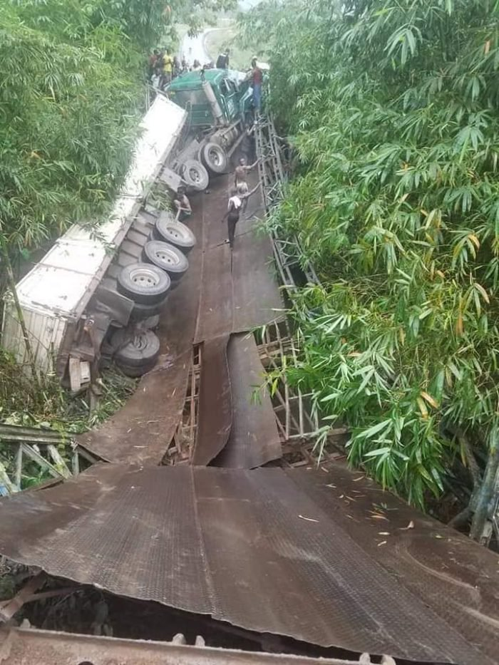 OMG! See The Moment A Bridge Collapsed With Trailer On It In Akwa Ibom State (Photos) 1
