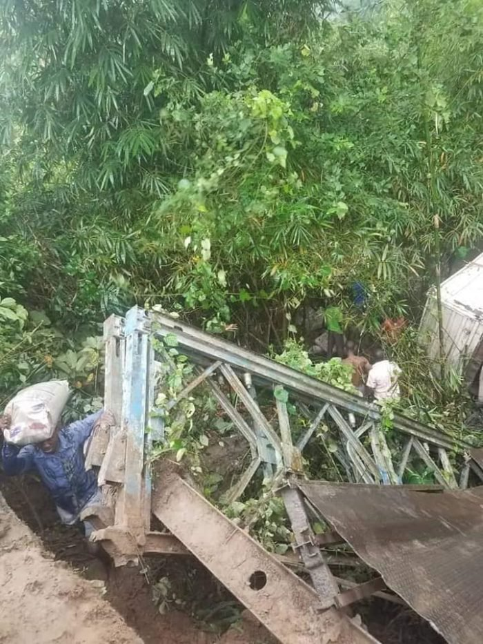 OMG! See The Moment A Bridge Collapsed With Trailer On It In Akwa Ibom State (Photos) 3