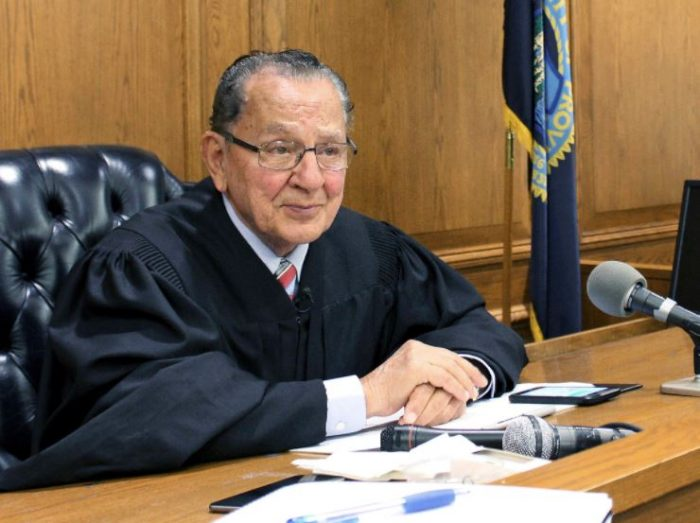 """BEST JUDGE IN THE WORLD!! See How This Judge """"Frank Caprio"""" Handle Cases Inside The Court (Watch) 1"""