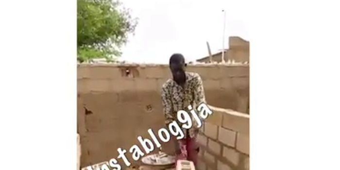 """UNBELIEVABLE!! See Bricklayer Using """"Juju"""" Technology To Work At A Site Ibadan (Watch Video) 25"""