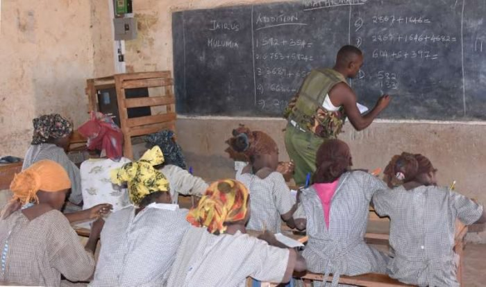 Police Officer Teaches Class 5 Pupils Mathematics After Teachers Failed To Show (Photo) 1