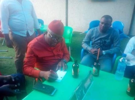 GOOD MOVE! Couple Donate N1m To Man Who Lost His Business To Onitsha Fire (Photos) 24