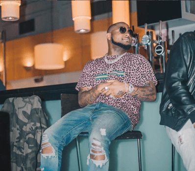 Davido Punches A Guy Who Allegedly Tries To Take A Picture Of Him Without His Consent In Dubai 13