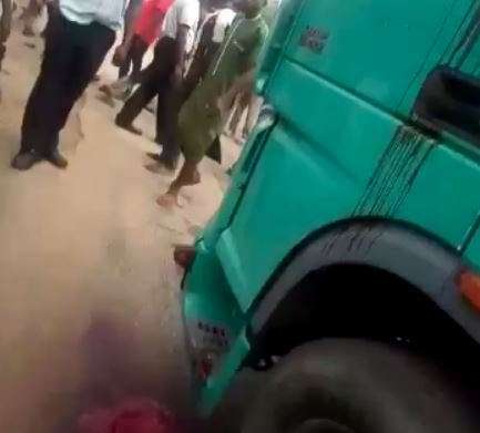 OMG!!! Police Officer Allegedly Shoots Truck Driver Dead For Refusing To Hand Him N100 Bribe In Ondo (Video) 2
