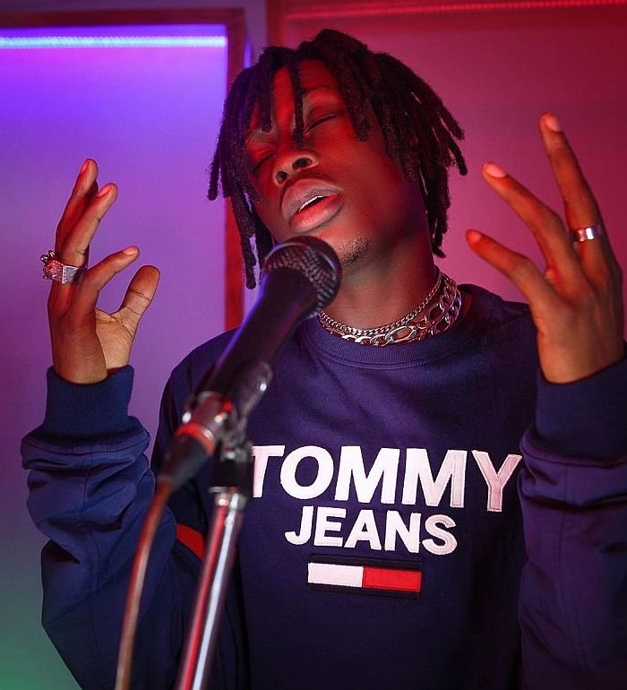 """""""It Won't End Well"""" – Fireboy Replies Female Fan Who Tried To Hook Up With Him"""