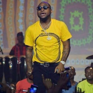 """Davido reveals he saved Chioma's name as """"Sweet in the middle"""" on his phone (Photo) 2"""