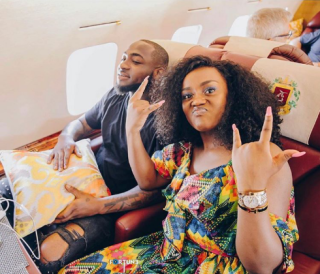 """Davido reveals he saved Chioma's name as """"Sweet in the middle"""" on his phone (Photo) 3"""