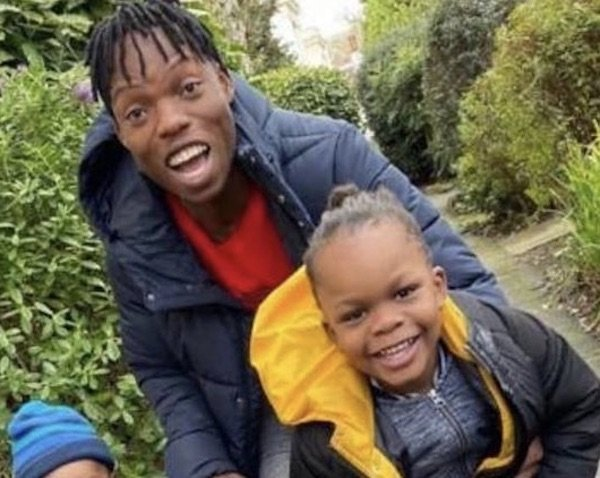 AWWNNN!!! Naira Marley's Junior Brother Get To Meet His Brother's Children For The Very First Time (Photos) 1