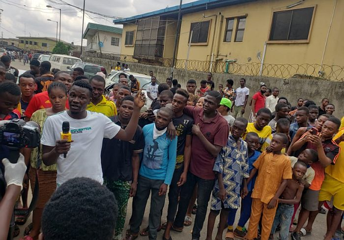 Naira Marley Fans Stormed Court In Support Of Singer Despite Lockdown Order (Photos) 3