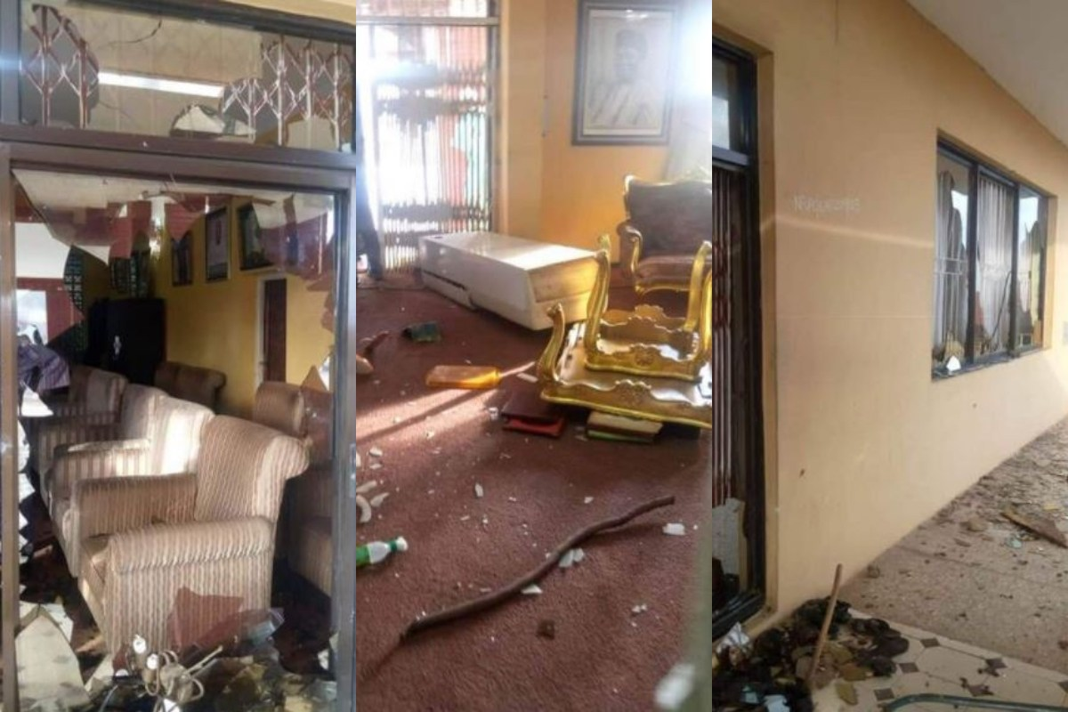 Youth Of Ogbomoso Destroys King's Palace, Saying He Failed To Condemn The Fatal Shooting Of Jimoh Isiaq By The Police (Photos)