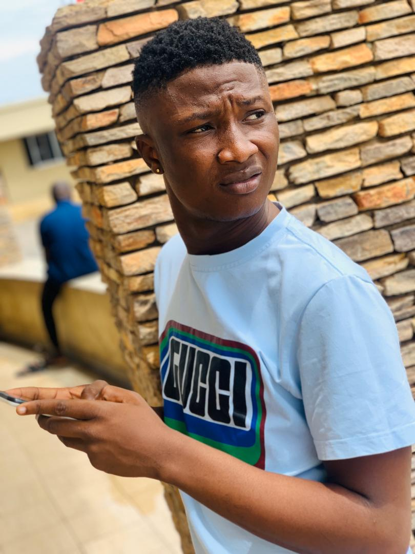 Fast Rising Rapper, Izkid Wallapo Reacts To The Death Of Jimoh Isiaq Who was Shot Dead During The #Endsars Protest in Ogbomoso With This Freestyle (Watch Video)
