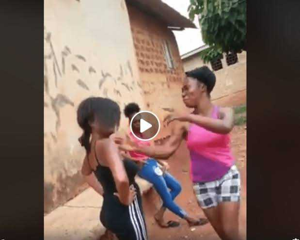 """""""I Am Sure She Isn't A Nigerian"""" – Media Users Get Talking As A Lady Received Slaps & Didn't Fight Back (VIDEO)"""